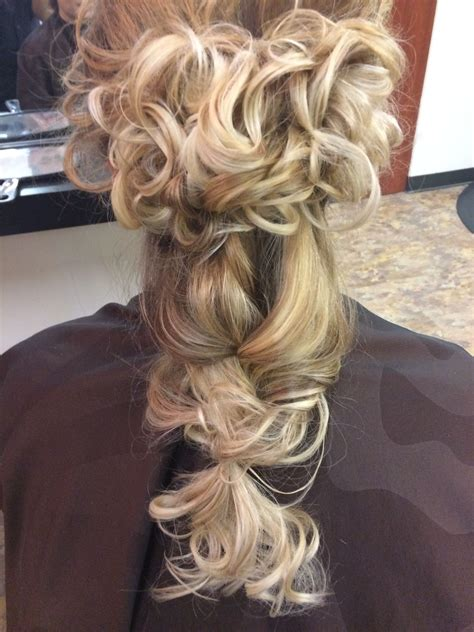 Messy partial updo by Ashley Mispagel 💋 Partial updo