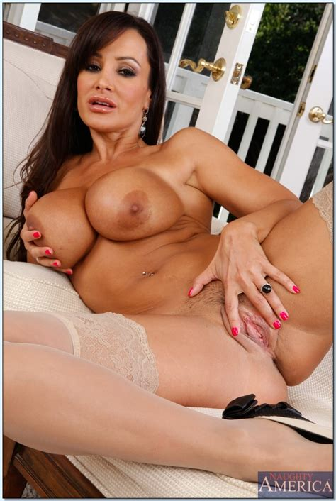 Milf Babe With Huge Tits Lisa Ann Masturbating And