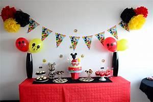 Idée Thème Anniversaire 30 Ans : d coration anniversaire mickey rouge noir et jaune id e anniversaire pinterest ~ Preciouscoupons.com Idées de Décoration