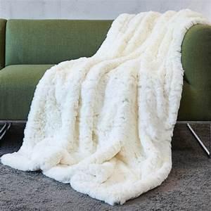 Plaid Fourrure Blanc : plaid en fausse fourrure fourrure synth tique imitation ~ Nature-et-papiers.com Idées de Décoration