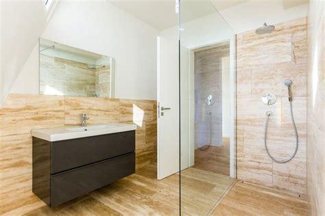 Badezimmer Fliesen Warme Farben by Das Warme Deckenlicht Im Bad L 228 Sst Die Fliesen Farben Des