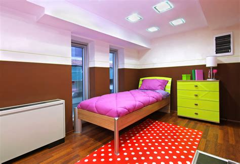 Organize A Small Bedroom by How To Organize Your Small Bedroom Tipstoorganize