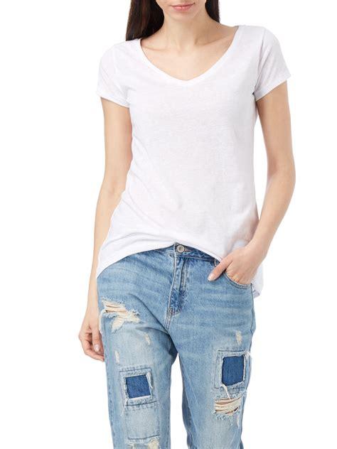 review t shirt mit v ausschnitt in wei 223 kaufen