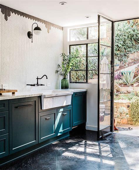 teal color kitchen comment utiliser la couleur bleu canard dans sa d 233 co 2680
