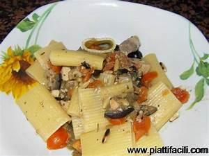 Paccheri con pesce spada , pinoli e melanzane Piatti Facili