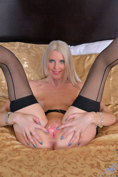 Sexy Blonde Milf Lexi Lou Spreading Her Pink Pussy Of
