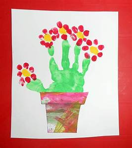 fleurs pot panier empreinte mains bebe enfant activite With affiche chambre bébé avec bouquet de fleur rose
