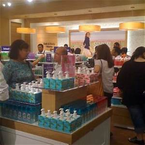 Bath body works 198 photos cosmetics beauty supply for The bathroom store honolulu