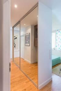 Kleiderschrank Nach Maß Schiebetüren : freistehender kleiderschrank mit schiebet ranlage als schrankfront spiegel modern berlin ~ Sanjose-hotels-ca.com Haus und Dekorationen
