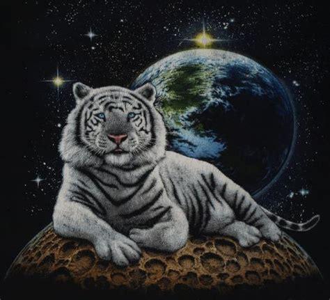 vintage  white tiger  shirt black moon earth tee