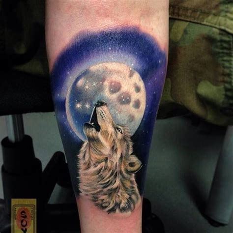 wolf howling   moon tattoo tattoos pinterest