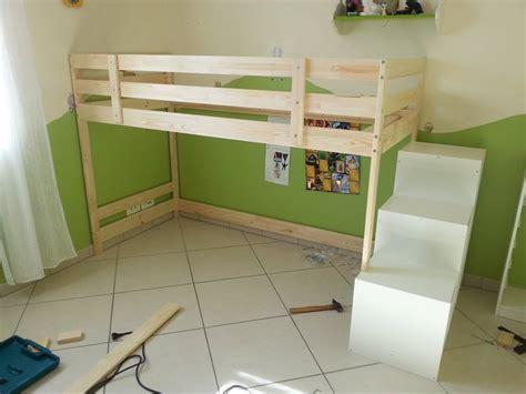 cabane chambre gar輟n rideaux pour lit cabane maison design wiblia com