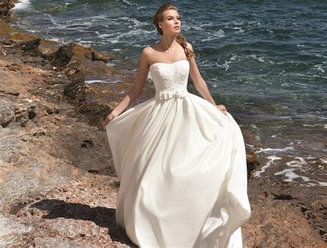 14 Dreamy Destination Wedding Dresses