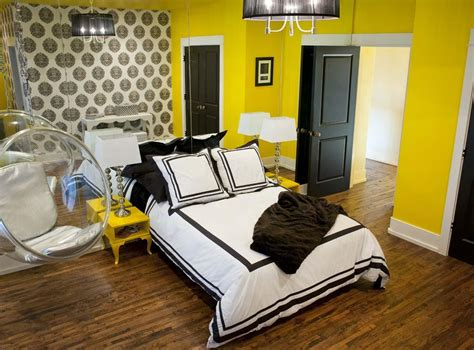 sketch of yellow wall paint to create cheerful and fraesh