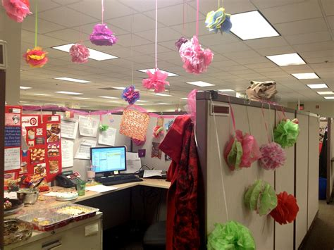 decoration bureau an employee 39 s office decorated for their birthday