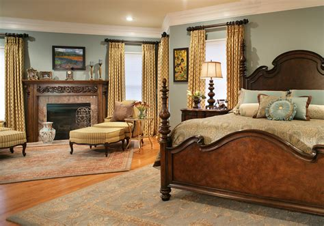 Colorful Master Bedroom Designs. Beautiful Bedding