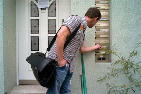 Jemand Zu Hause by Bild Zu Gerichtsvollzieher Der Mann Mit Dem Kuckuck