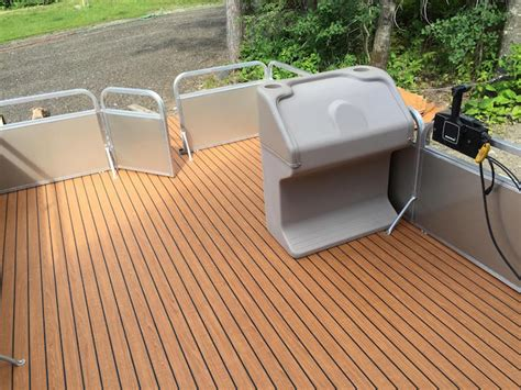 Flat Bottom Boat Steering Console by This Aging Pontoon Boat Got A Fabulous Diy Upgrade