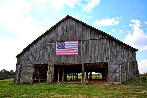 Old Kentucky Tobacco Barns