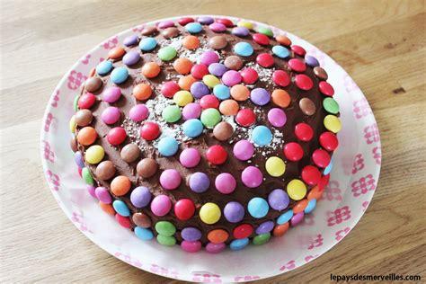 gateau au chocolat decore de smarties  du