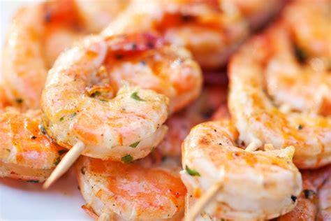 cuisiner des crevettes cuites recettes avec crevettes cuites décortiquées