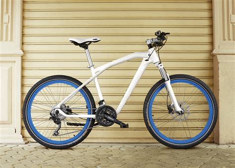 bmw cruise bike bmw launches 2014 bicycle collection designed by designworksusa