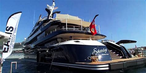 Yacht With Helicopter by Yachts With Submarines And Helicopters Business Insider