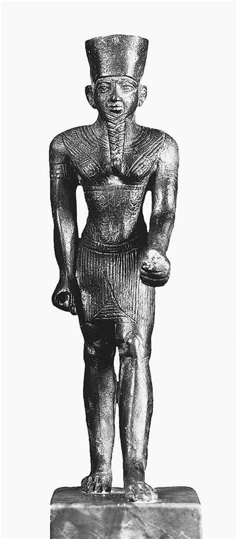 Amun-Ra Egyptology Blog: Museum Pieces - Statue of Amun