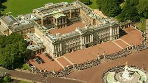 Man with knife held at Palace - ITV News