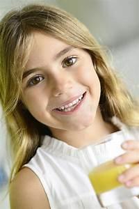 Schönes 10 Jähriges Mädchen : sch nes 6 j hriges m dchen stockbild bild von zicklein 36092355 ~ Yasmunasinghe.com Haus und Dekorationen