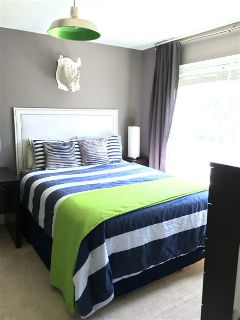 How To Build An Upholstered Headboard by Nailhead Upholstered Headboard Diy Chaotically Creative