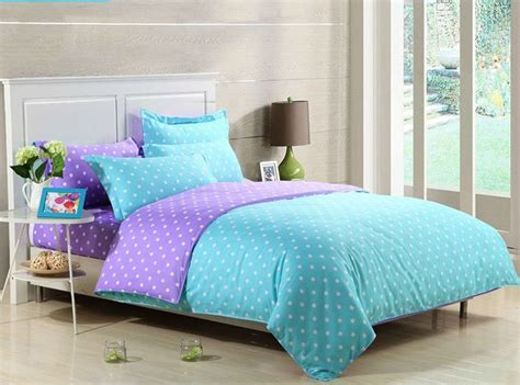 Blue Bedding Set With Floral Pattern Combined With