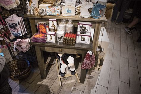 15 last minute holiday gift ideas at the cracker barrel