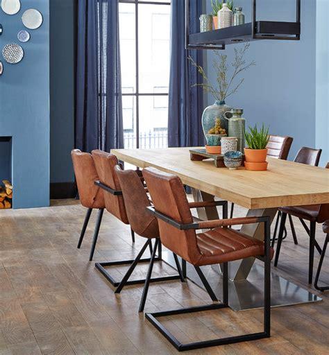 lederen stoelen kleuren combineer de kleur van 2017 denim drift met bruine leren