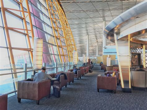 chase sapphire reserve lounge access benefit guide