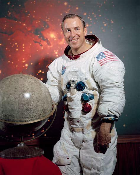 "March 25, 1928 – Astronaut James ""Jim"" Lovell is born"