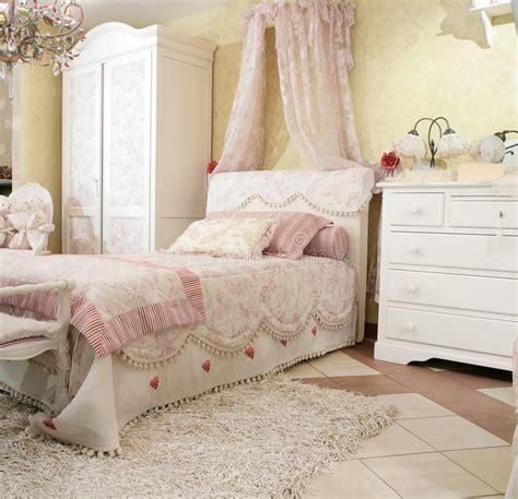 slaapkamer l baby de slaapkamer van het kind stock foto afbeelding