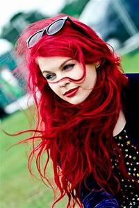 Picture Of messy brilliant bright red hair
