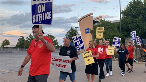 Walking the Picket Line with Striking GM Workers ...
