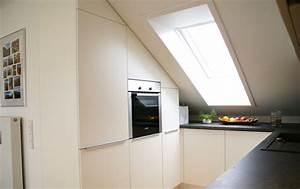Küche In Dachschräge : einbauk che in dachwohnung ~ Markanthonyermac.com Haus und Dekorationen