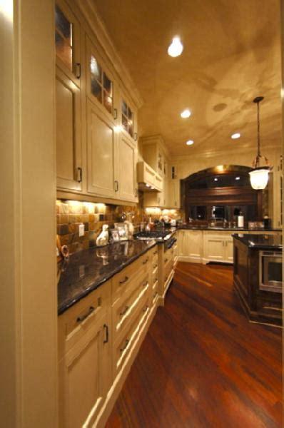 kitchen pratt  lambert cabinets ceiling lambswool