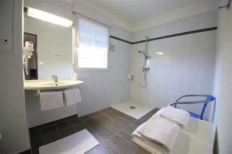 hotel chambre familiale 5 personnes salle de bain spacieuse chambre familiale 4 personnes