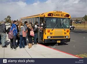 School Bus Kaufen : sch lerinnen und sch ler an bord einen schulbus f r den ~ Jslefanu.com Haus und Dekorationen