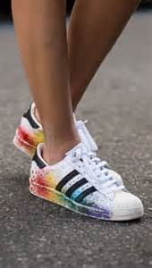 converse wedding shoes adidas originals lgbt superstar mit regenbogen bilder madame de