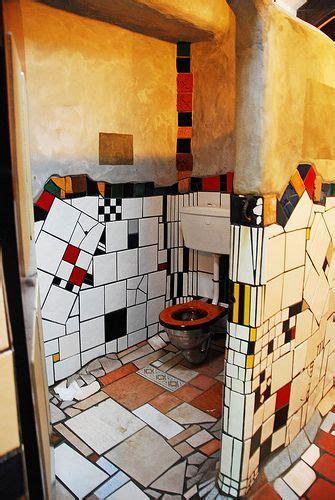 kawakawa public toilet    friedensreich