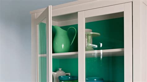 Where To Put Knobs On Kitchen Cabinets by How To Paint Kitchen Cabinets Dulux