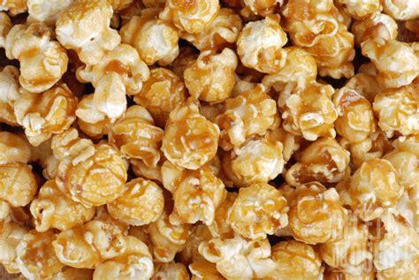 popcorn au caramel  aux amandes recettes du quebec