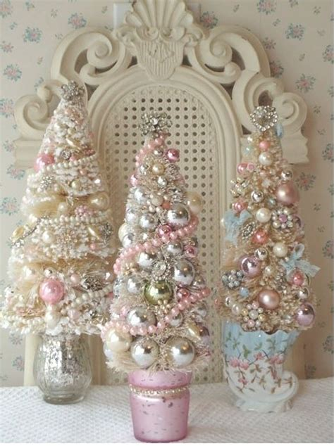 vintage shabby chic christmas decorations 44 delicate shabby chic christmas d 233 cor ideas digsdigs