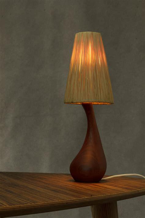 Petite Lampe Danoise En Teck Avec Abat-jour En Paille