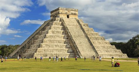 chichen itza  worlds  popular tourist
